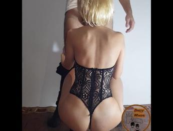 Блондинка в корсете согласна даже на двойное проникновение онлайн
